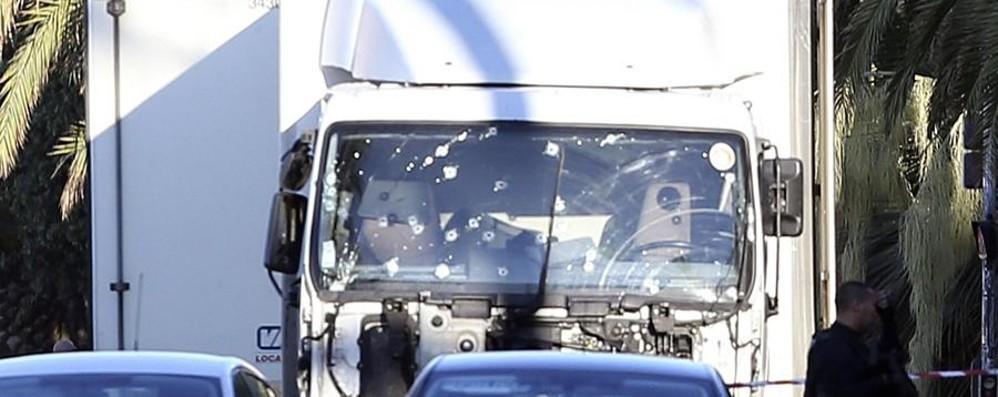 Bloccato il confine tra Italia e Francia La Polizia controlla tutte le auto
