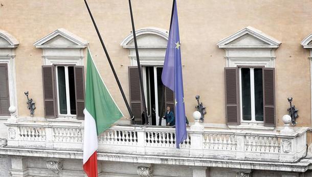 Domani bandiere a mezz'asta in Italia