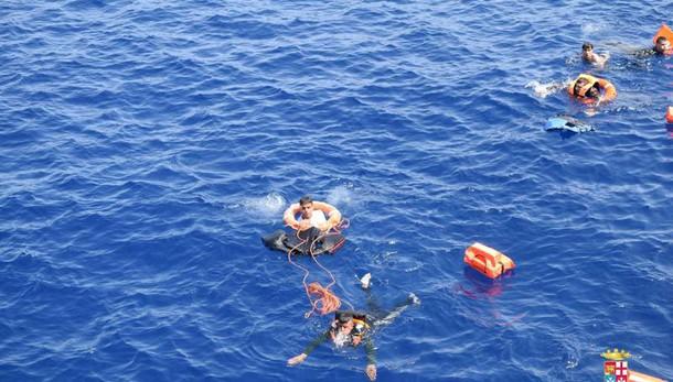 Migranti:almeno 20 morti in naufragio
