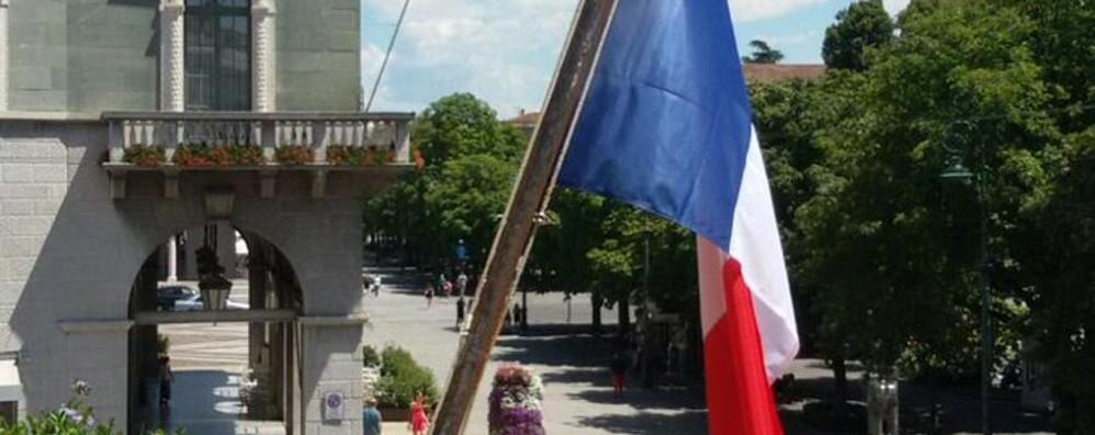 A Palafrizzoni bandiera a mezz'asta Lunedì il ricordo (ma senza centrodestra)