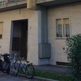 Ragazza accoltellata durante la lite: salva L'ex fidanzato in cella per tentato omicidio