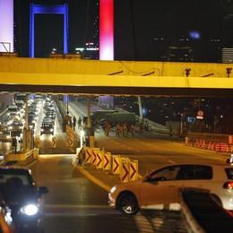 Turchia: colpo di stato, Erdogan in fuga I militari: «Preso il potere» - Diretta