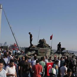 Turchia, fallito il colpo di stato Erdogan: «I traditori pagheranno»