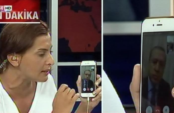 Il presidente della Turchia Recep Tayyip Erdogan ha parlato in diretta ad uno smartphone di una giornalista della Cnn Turk durante il tentativo del golpe
