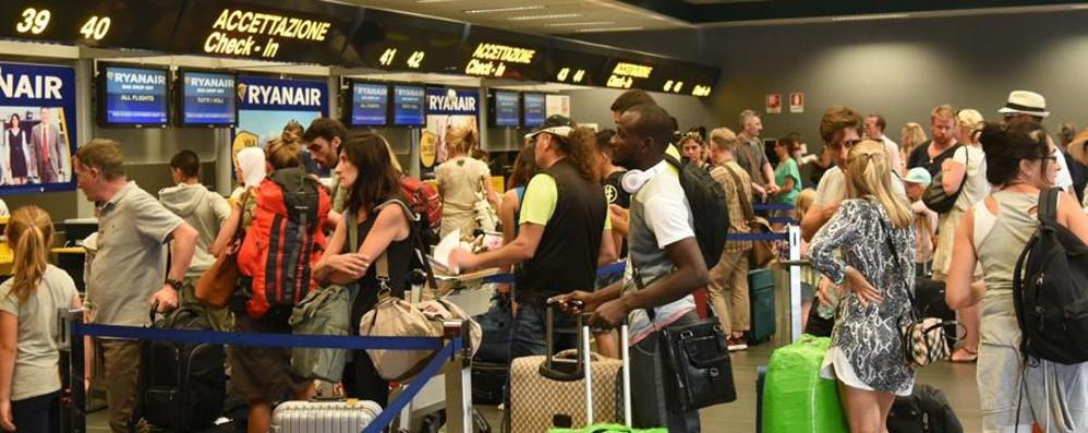 Aerei, sabato sciopero nazionale Rischio caos per i voli delle vacanze