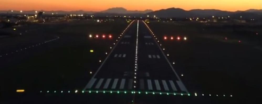 Ecco Orio al Serio al tramonto Atterrate insieme a noi - Video