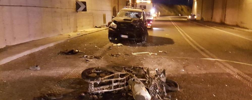 Scontro a Mapello: grave un 18enne Frontale contro auto, moto in fiamme
