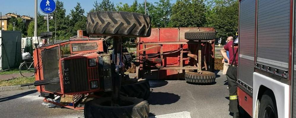 Si ribalta con il trattore: ferito Scattano i soccorsi a Treviglio
