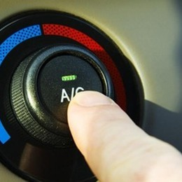 Sosta con l'aria condizionata accesa? Può costare cara: multe fino a 435 euro