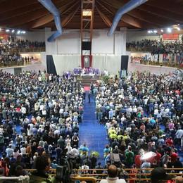 Strage treni, in 5 mila ai funerali in Puglia A Redona lacrime e   striscioni per «Tore»