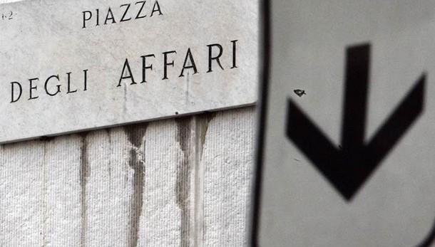 Borsa, Milano chiude in calo -0,5%
