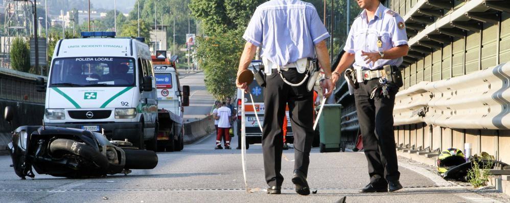 Schianto sul viadotto di Borgo Palazzo Motociclista ferito, due ore di caos - Foto