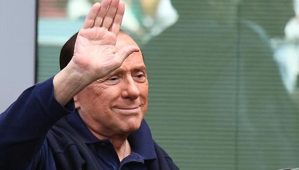 Polemica M5s-Pd su no per Berlusconi