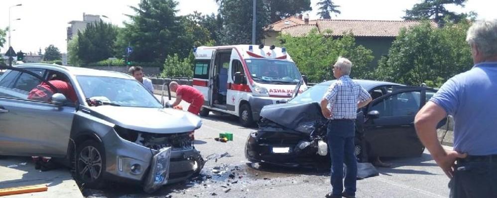 Schianto frontale a Villa d'Almè Tre feriti e paura sul ponte -  Fotovideo