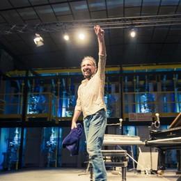 Intervista a Stefano Bollani, l'alchimista Canterà Napoli all'accademia Carrara