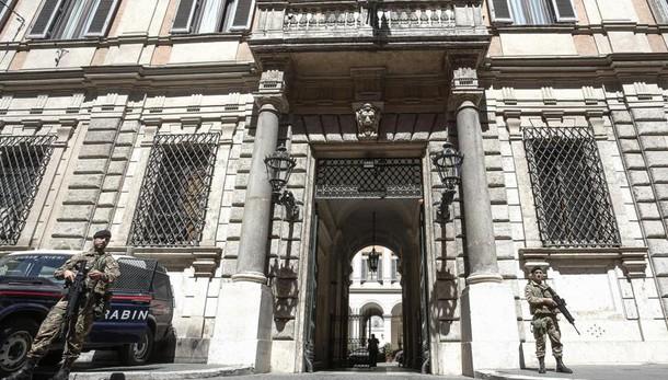 Berlusconi non lascia Palazzo Grazioli