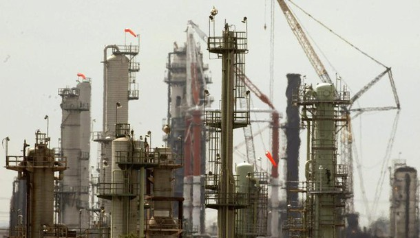 Petrolio: apre in leggero calo a Ny