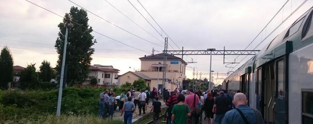 Trenord: lo sciopero non c'è, i guasti sì Ritardi e cancellazioni per i pendolari