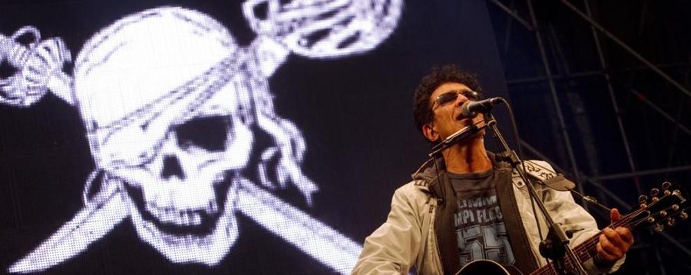 Bennato, i 70 anni di Peter Pan - Video Il rocker primo artista a riempire San Siro