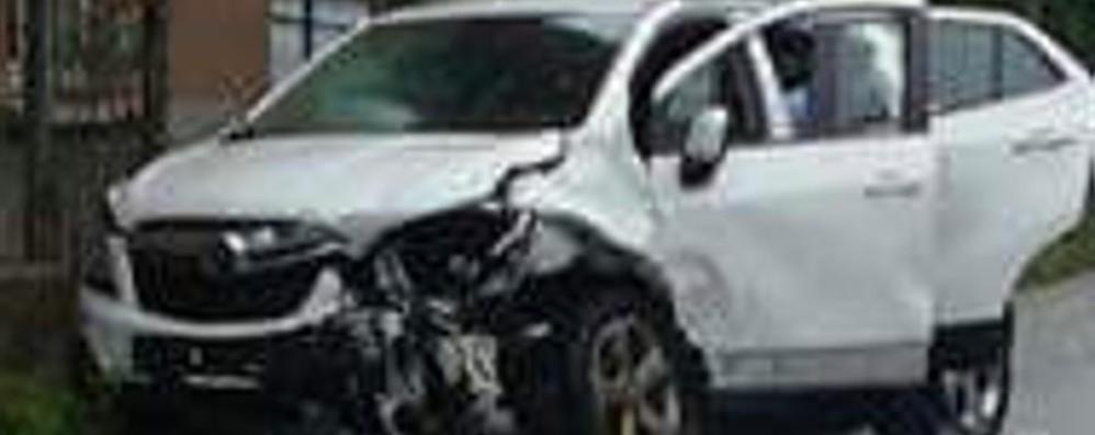 Incidente a mezzogiorno in Val Brembana Traffico in tilt, automobilisti esasperati