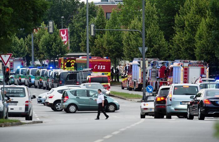 Polizia, ambulanze e vigili del fuoco