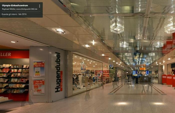 Interno del centro commerciale Olympia-Einkaufszentrum di Monaco, dove c'è stata la sparatoria che secondo la polizia ha lasciato sul terreno morti e feriti