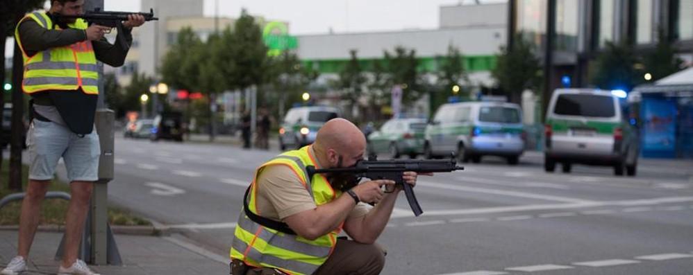 Strage di Monaco: dieci morti - Video Uno è l'attentatore 18enne che si è ucciso