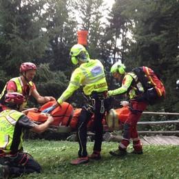 Cade una donna, si ferisce un ciclista Soccorso alpino a Roncobello e Averara
