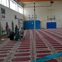 Preghiera musulmana, ancora tensione Interviene la Polizia in via Cornagera