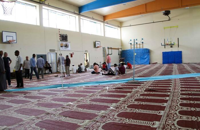 I musulmani nella palestra di via Monte Cornagera