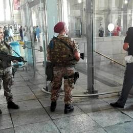 Falso allarme bomba in metro a Milano «Scherzo stupido, visioniamo i filmati»