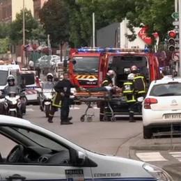 Rouen, gli attentatori erano francesi Uno aveva il braccialetto elettronico