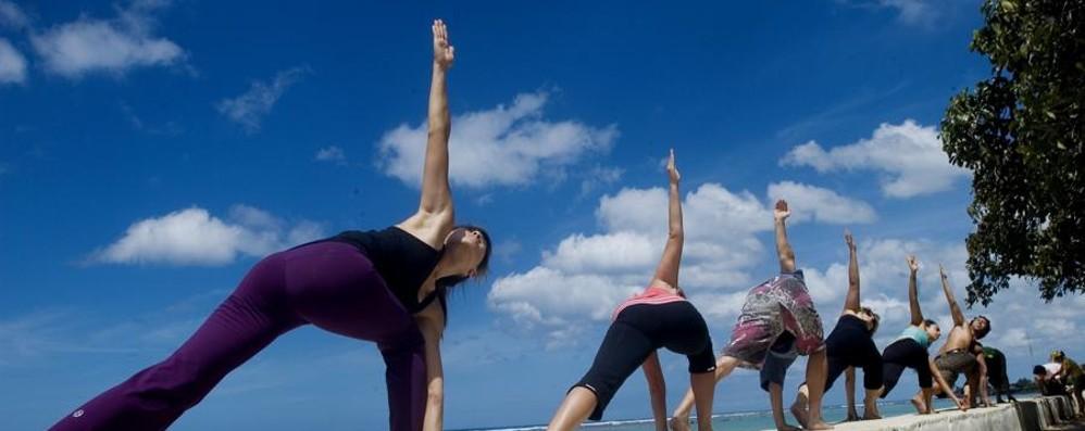 Salute: un'ora di attività fisica al giorno contrasta i danni delle 8 al lavoro seduti