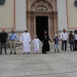 Musulmani e cristiani pregano insieme Messaggi di pace da Bergamo a Crespi