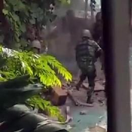 Fermati tre sospetti per la strage di Dacca Le salme delle vittime martedì  in Italia