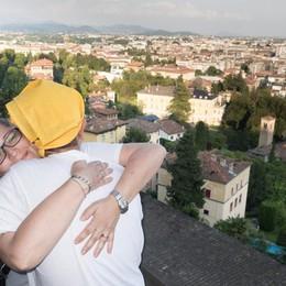 L'Abbraccio che ha cinto Città Alta Ecco il video: entusiasmo e fratellanza