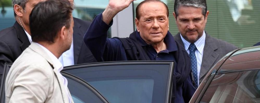 Berlusconi fuori dall'ospedale: sto meglio Spero di essere ancora utile agli italiani