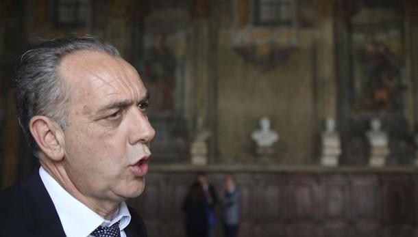 Arresti Gdf: Legnini, estraneo indagine