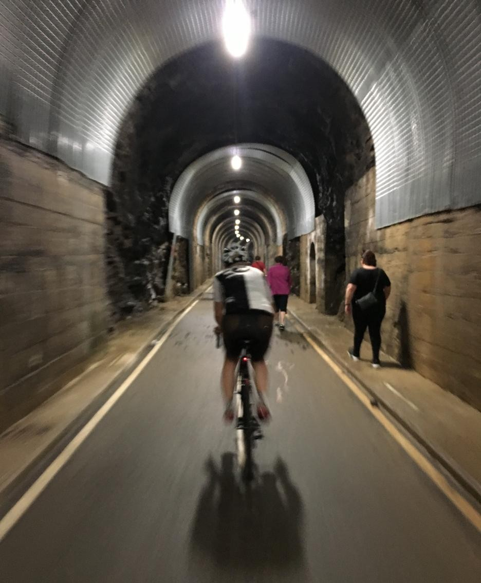 Una galleria della ciclabile della Val Brembana