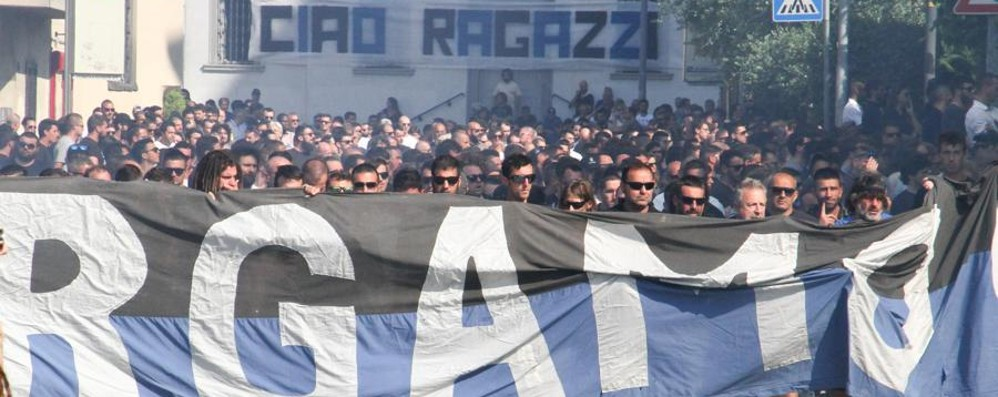 In duemila per l'addio a Fabio e Roberto I tifosi: insieme da sempre per sempre