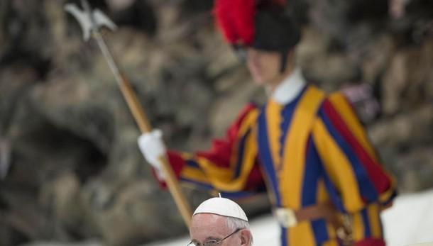 Papa rimuove discusso vescovo Brasile