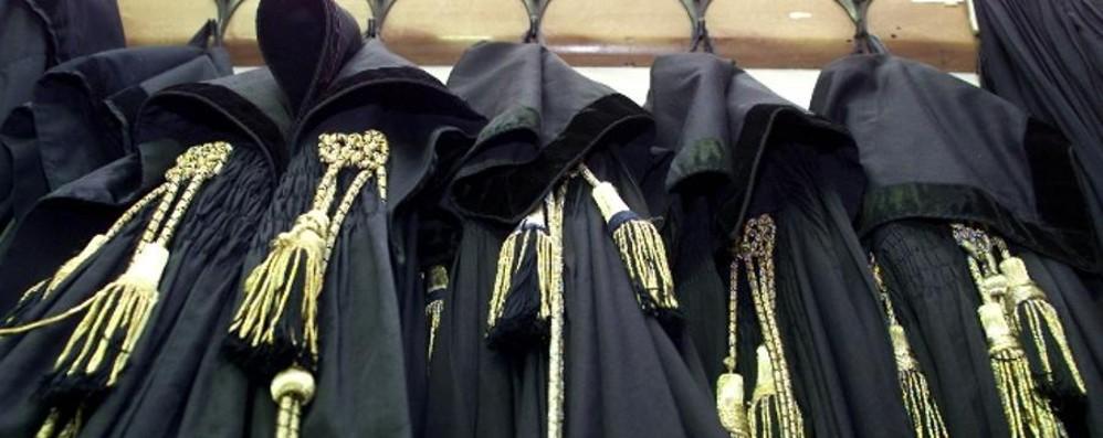 Prostituzione minorile,  patteggiano in 7 Il parroco di Solza e Fumagalli: abbreviato