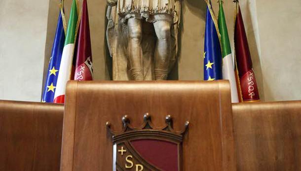 Roma: M5s si siede su banchi sinistra