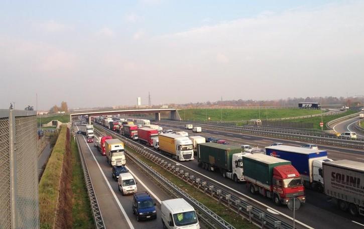 A4, incidente tra Bergamo e Seriate Un ferito, attenzione alle lunghe code