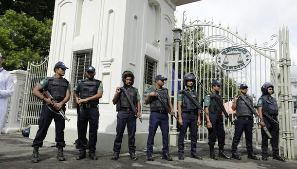 Bangladesh: esplosione a luogo di culto