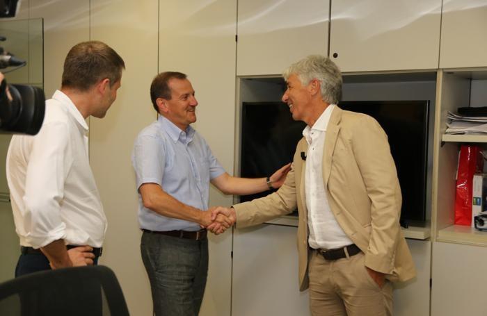 Il direttore de L'Eco di Bergamo Alberto Ceresoli con l'allenatore Gian Piero Gasperini