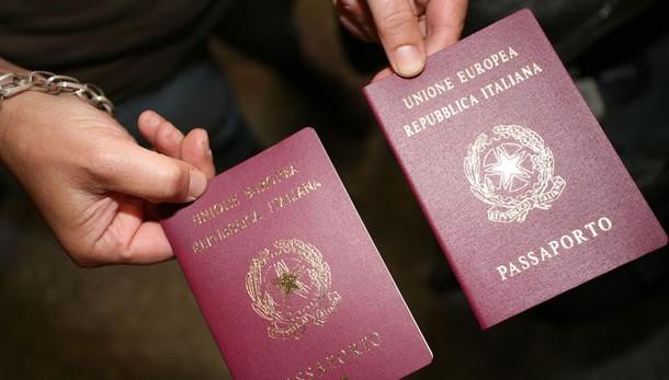 Inchiesta passaporti, arresti funzionari