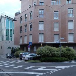 «Quasi asfaltata in via Borfuro Ci vuole il morto per intervenire?»