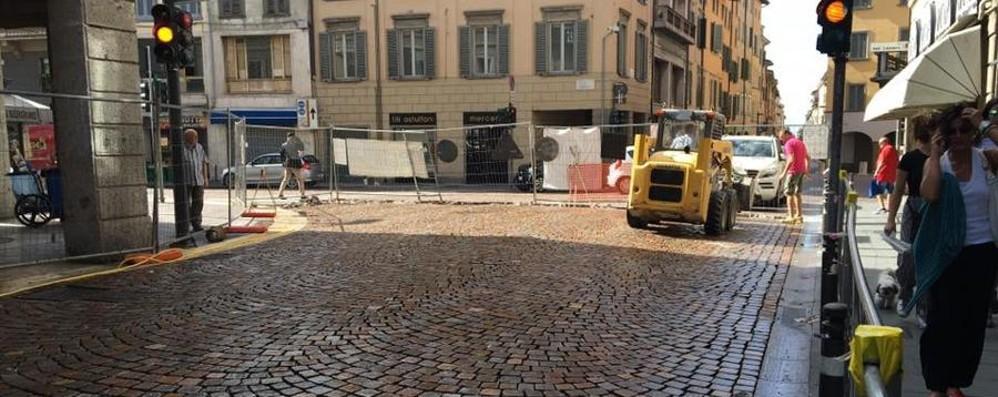 Lavori in via Falcone e Corti a Bergamo Piazza Pontida, ecco come va il cantiere