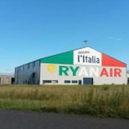 Irlandesi? A Orio molto italiani Ecco l'hangar tricolore di Ryanair